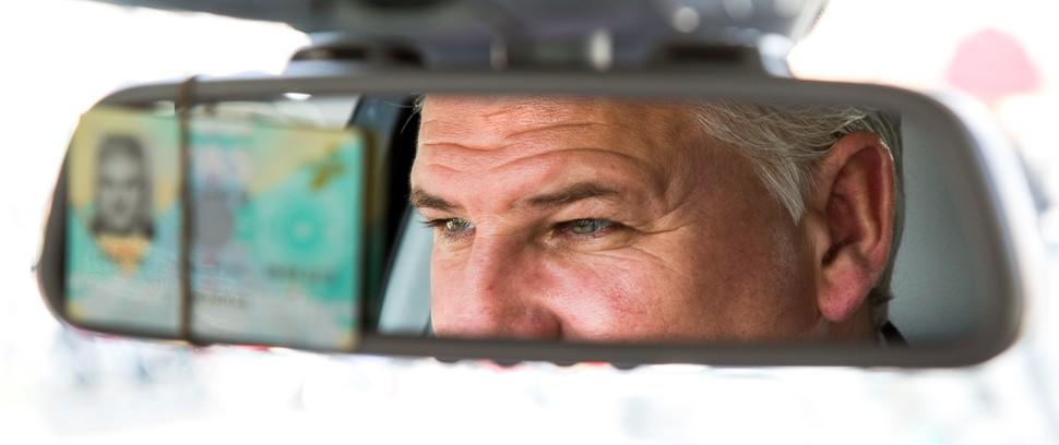 Goed bewaarde geheimen van taxichauffeur Johnny Hendriks